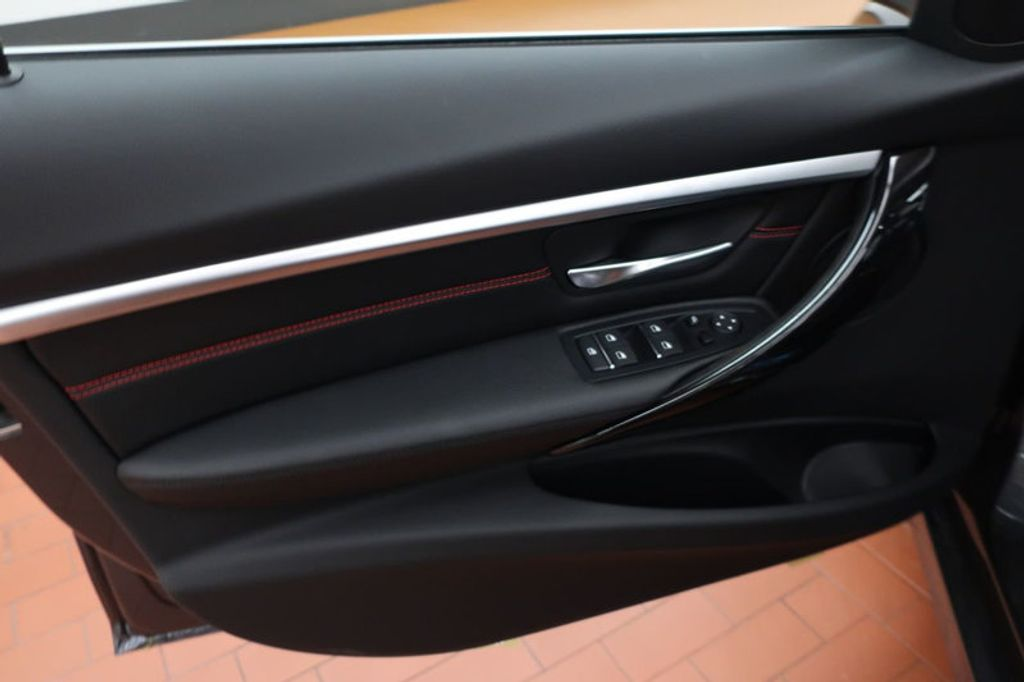 2018 BMW 3 Series 330i - 16974596 - 9