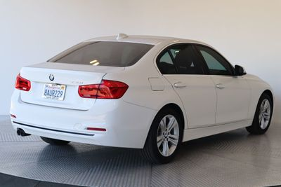 2018 BMW 3 Series 330i Sedan - Click to see full-size photo viewer