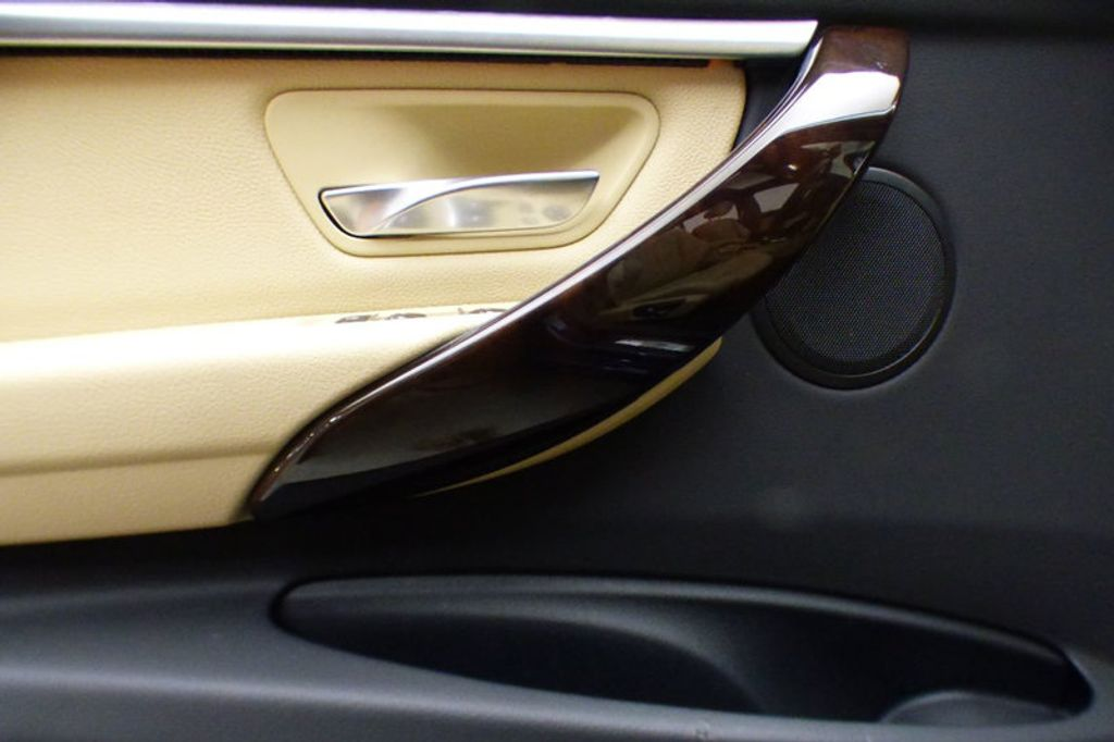 2018 BMW 3 Series 330i xDrive - 17421742 - 13