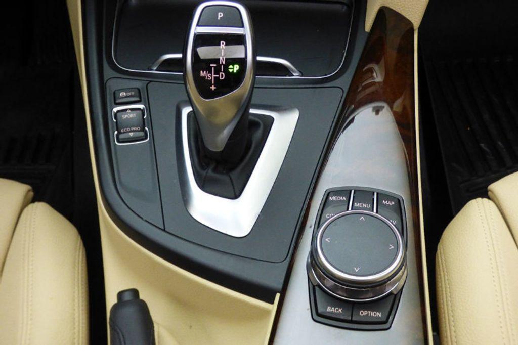 2018 BMW 3 Series 330i xDrive - 17421742 - 30