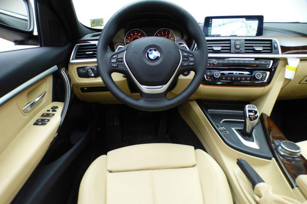 2018 BMW 3 Series 330i xDrive - 17421742 - 31