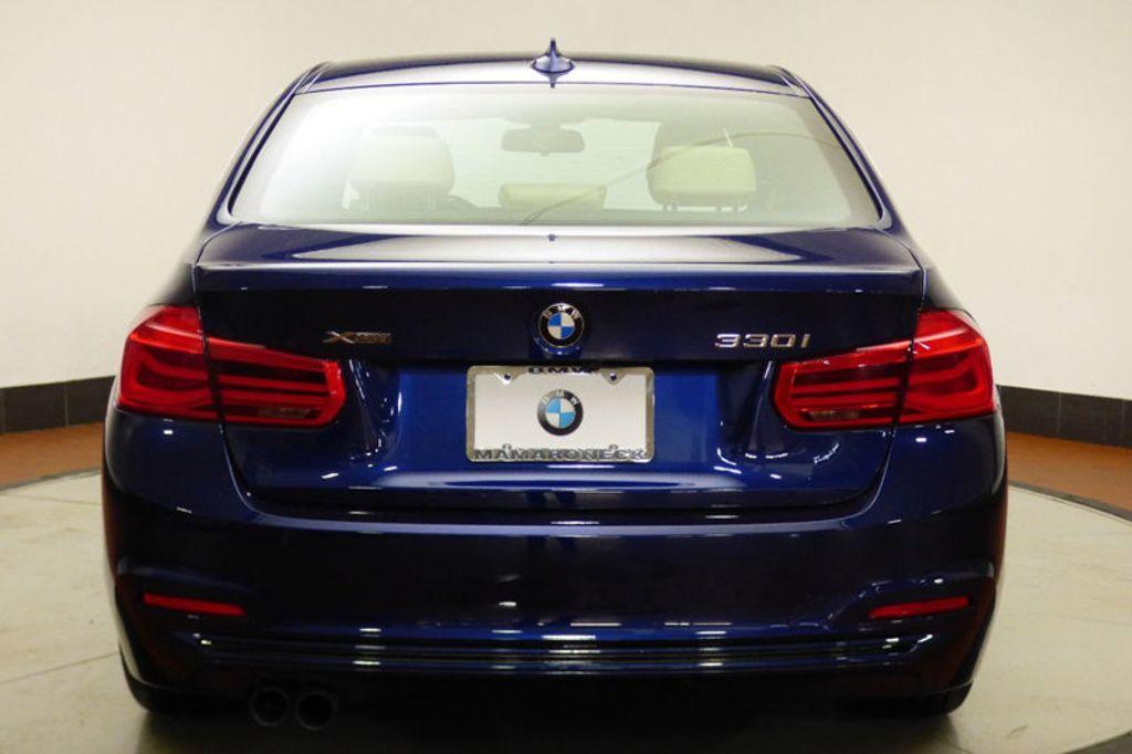 2018 BMW 3 Series 330i xDrive - 17421742 - 4