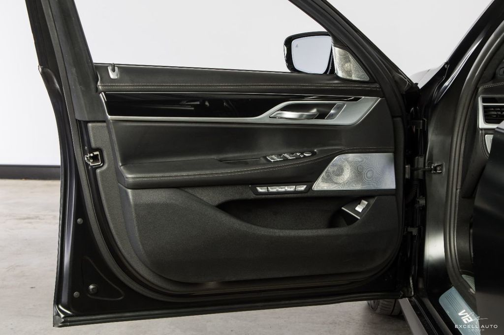2018 BMW 7 Series M760i xDrive - 18602681 - 10