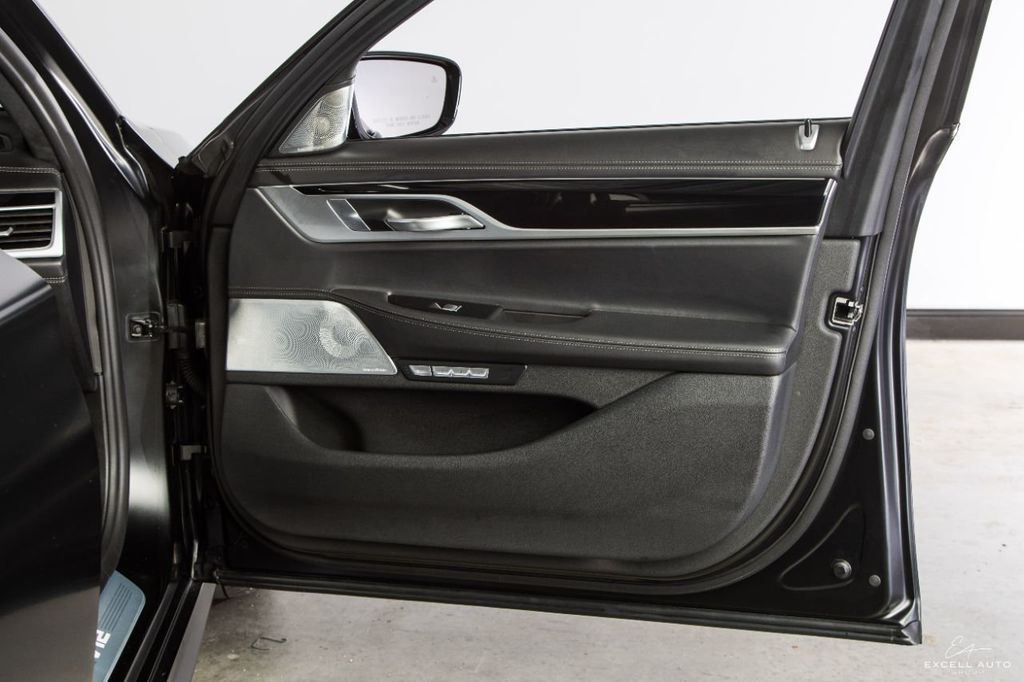 2018 BMW 7 Series M760i xDrive - 18602681 - 15
