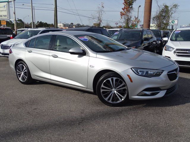 2018 Buick Regal Sportback 4dr Sedan Essence FWD - 18413383 - 0