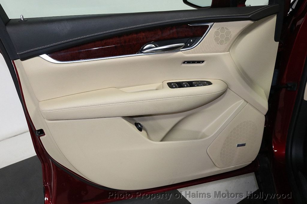 2018 Cadillac XT5 Crossover FWD 4dr Premium Luxury - 18353238 - 11