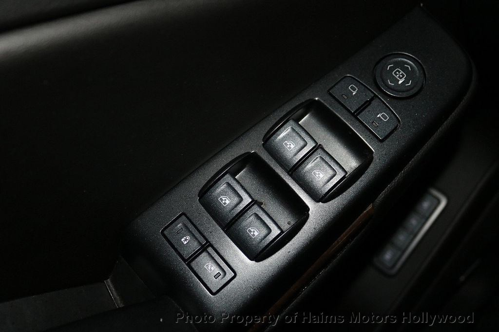 2018 Chevrolet Suburban 2WD 4dr 1500 LT - 18050670 - 24