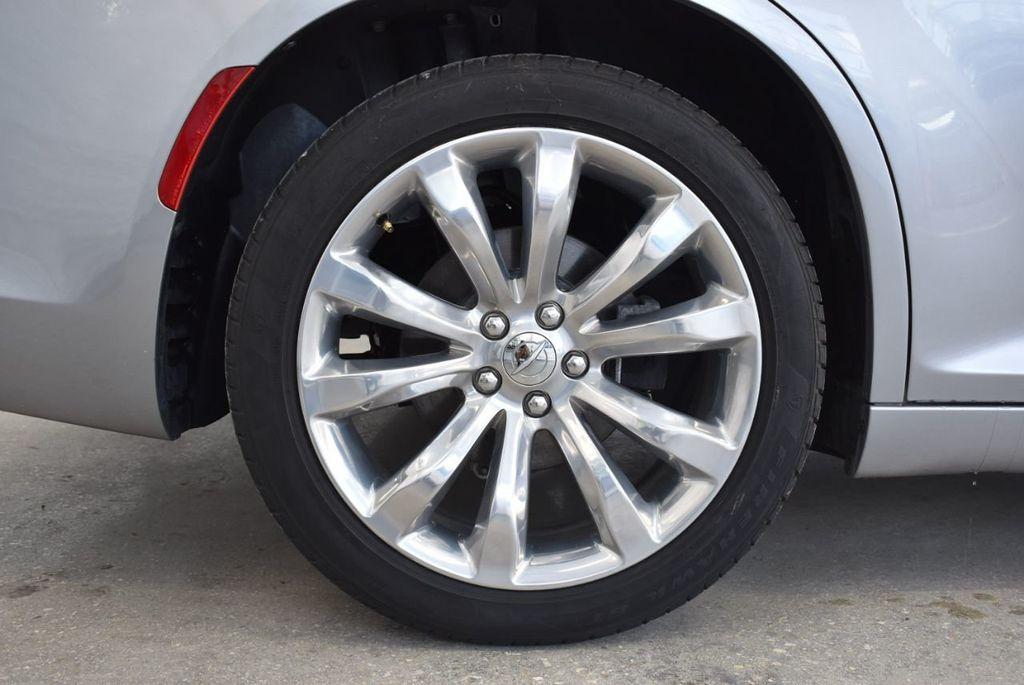 2018 Chrysler 300 Limited RWD - 18415848 - 9
