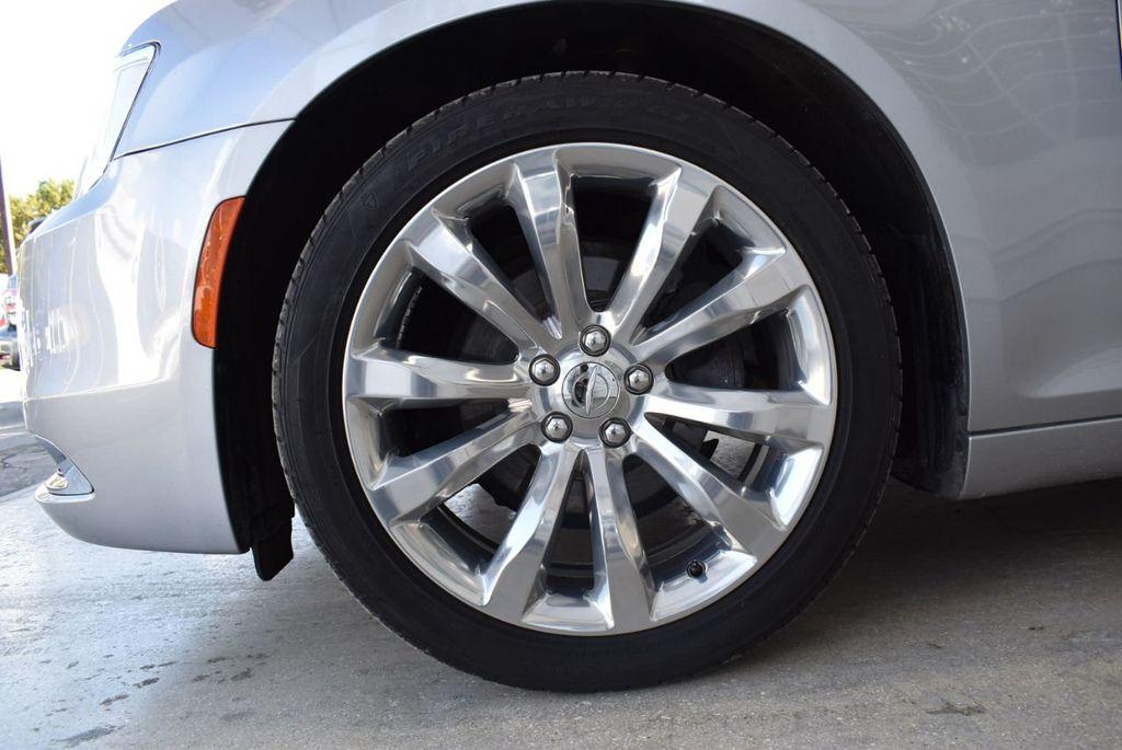 2018 Chrysler 300 Limited RWD - 18415848 - 11
