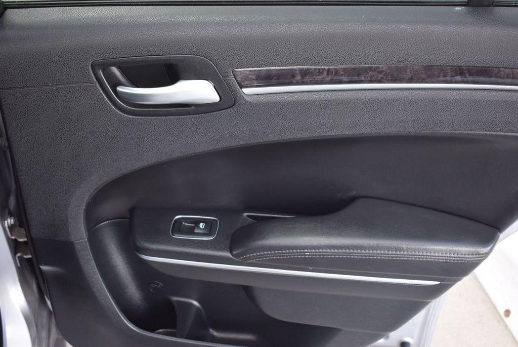 2018 Chrysler 300 Limited RWD - 18415848 - 17