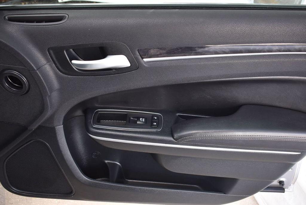 2018 Chrysler 300 Limited RWD - 18415848 - 19