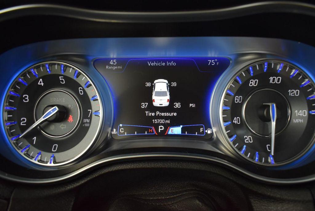 2018 Chrysler 300 Limited RWD - 18415848 - 20