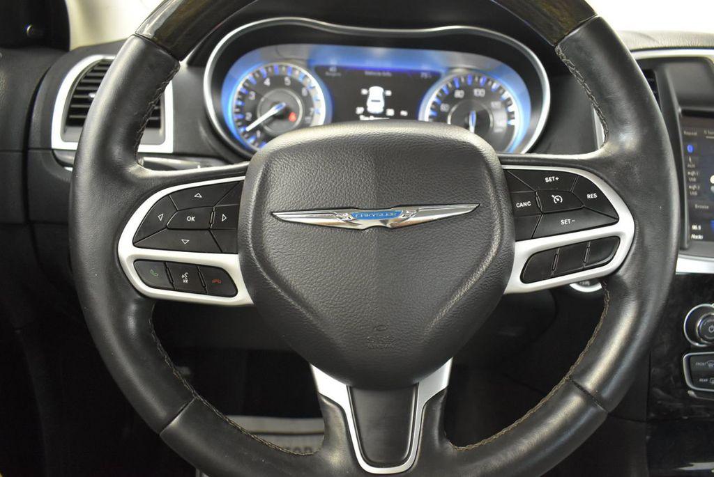 2018 Chrysler 300 Limited RWD - 18415848 - 21