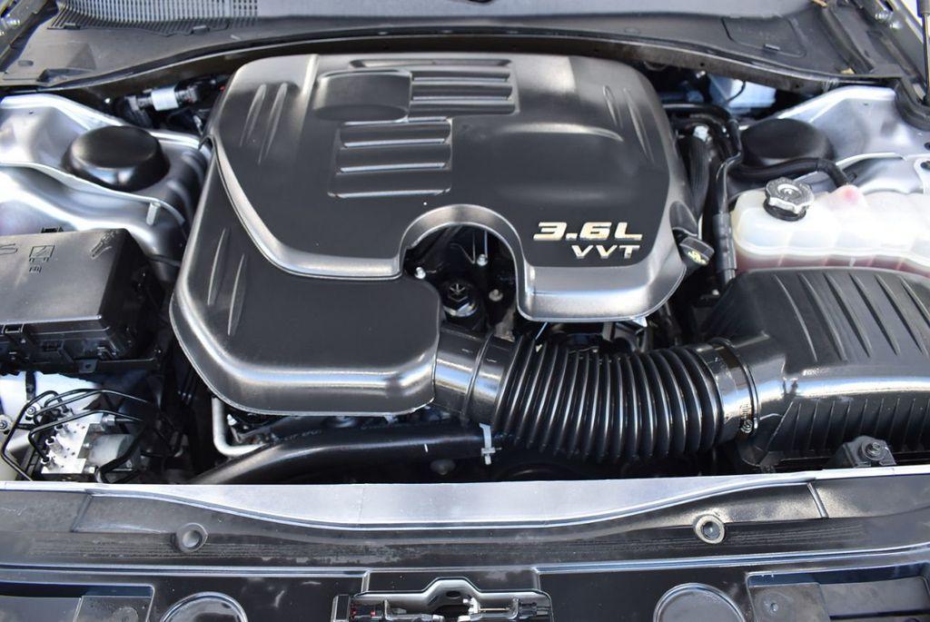 2018 Chrysler 300 Limited RWD - 18415848 - 25