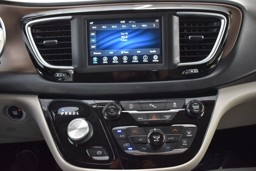 2018 Chrysler Pacifica Touring L FWD - 18637802 - 23