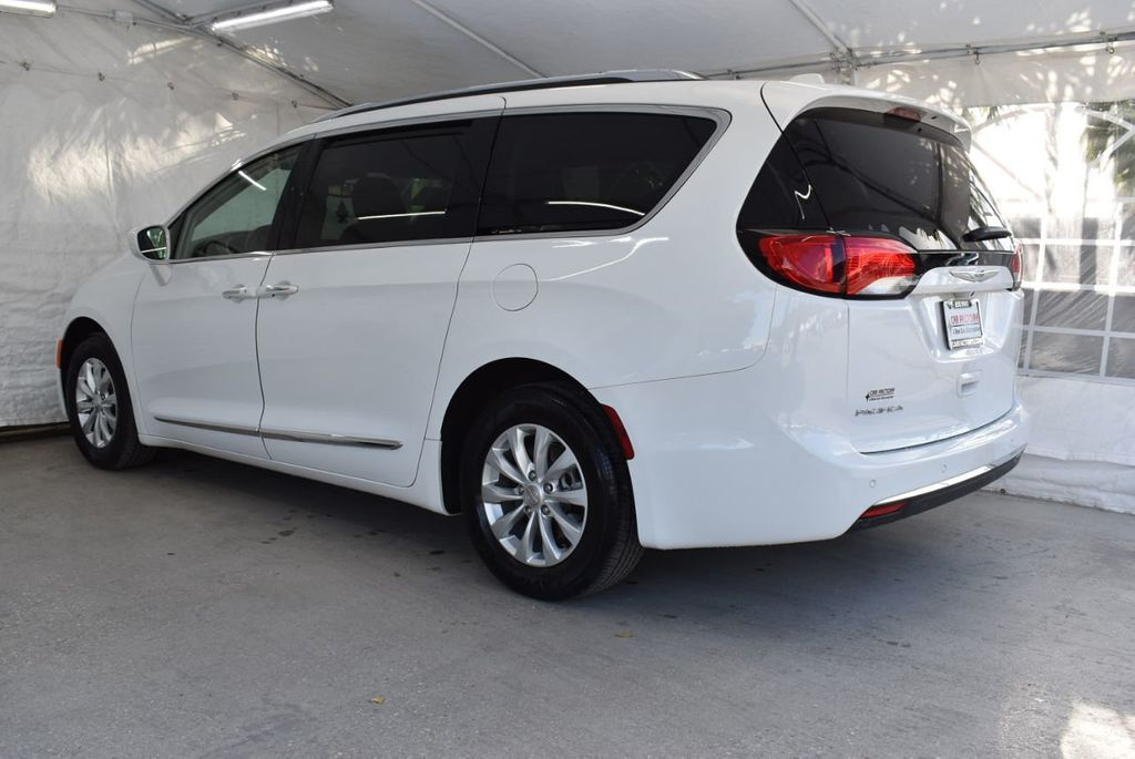 2018 Chrysler Pacifica Touring L FWD - 18637802 - 3