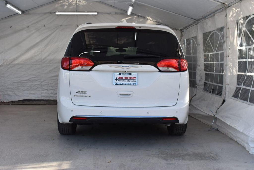 2018 Chrysler Pacifica Touring L FWD - 18637802 - 5