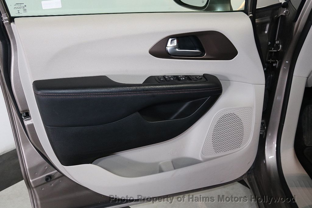 2018 Chrysler Pacifica Touring L FWD - 18668161 - 10