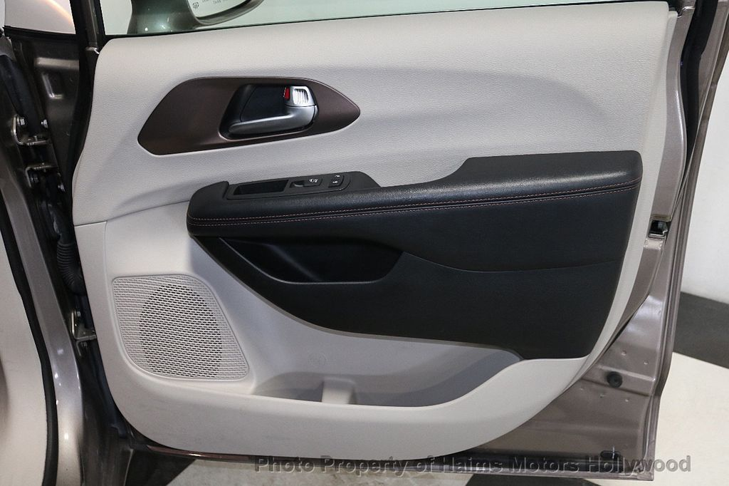 2018 Chrysler Pacifica Touring L FWD - 18668161 - 13