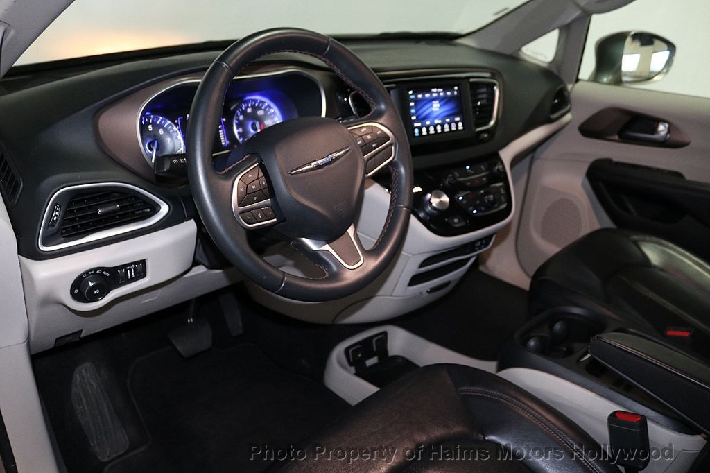 2018 Chrysler Pacifica Touring L FWD - 18668161 - 20