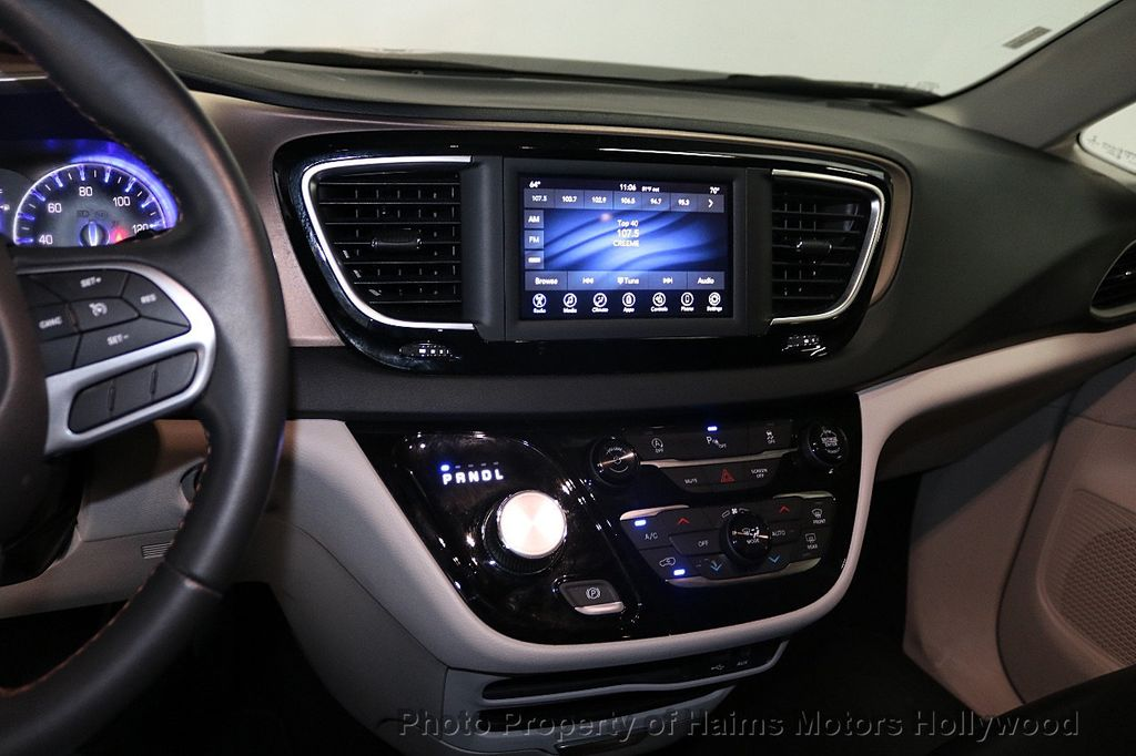 2018 Chrysler Pacifica Touring L FWD - 18668161 - 21