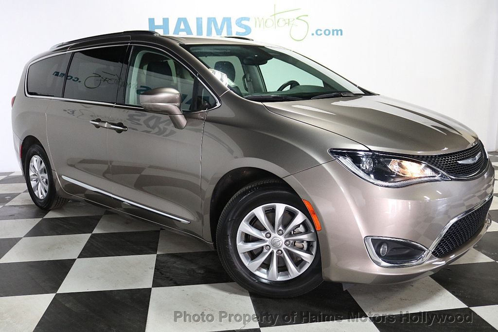 2018 Chrysler Pacifica Touring L FWD - 18668161 - 3