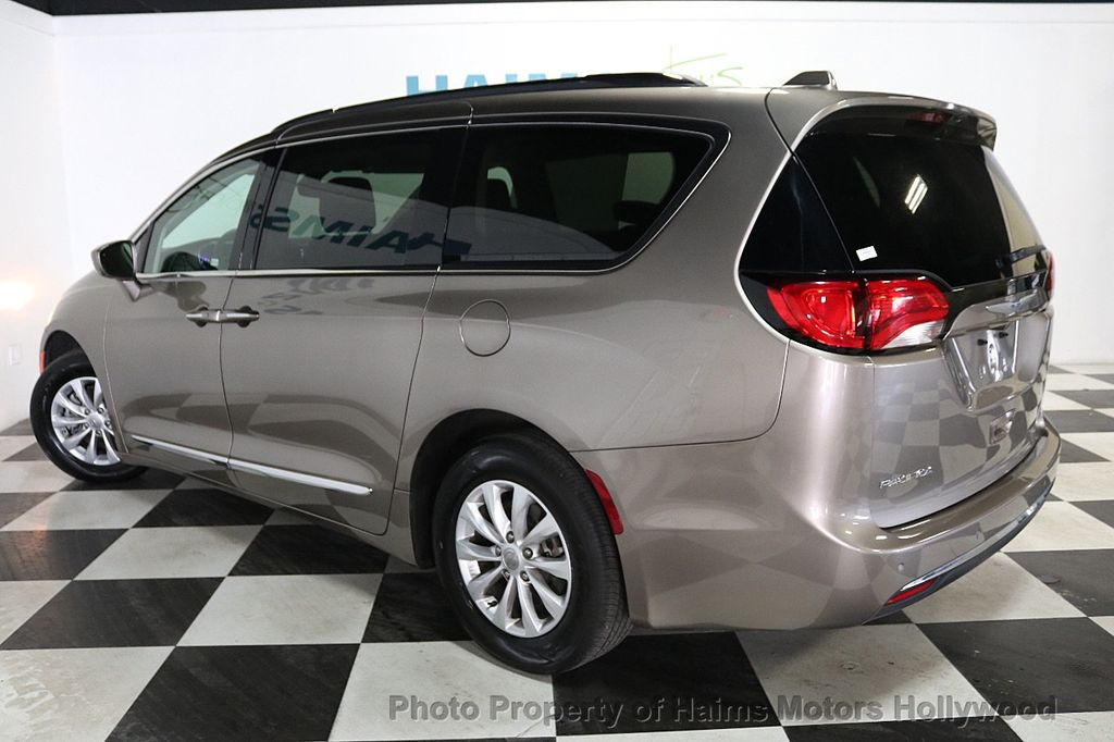 2018 Chrysler Pacifica Touring L FWD - 18668161 - 4