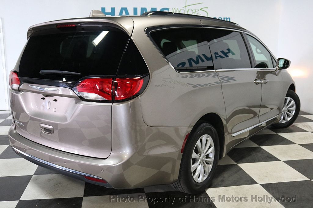2018 Chrysler Pacifica Touring L FWD - 18668161 - 6