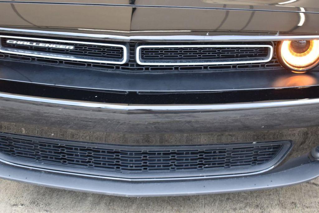 2018 Dodge Challenger SXT Coupe - 18056335 - 1