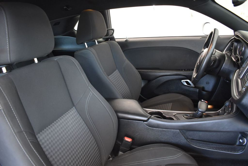 2018 Dodge Challenger SXT RWD - 18078916 - 22