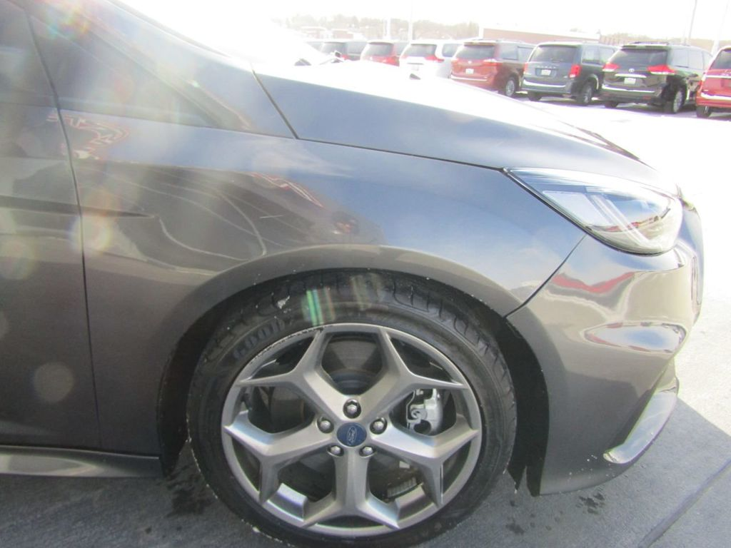 2018 Ford Focus ST Hatch - 18584406 - 36