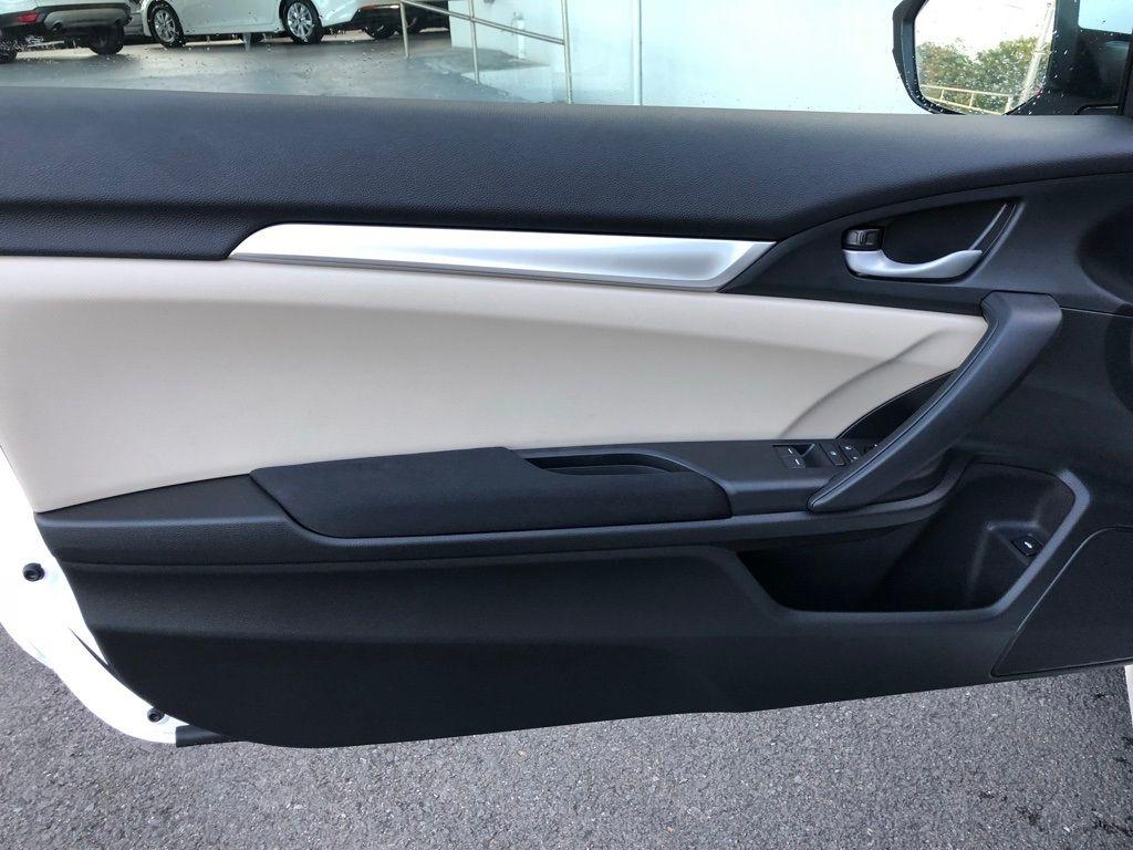 2018 Honda Civic Coupe LX CVT - 18150170 - 28