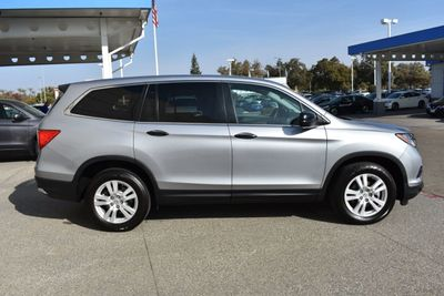 2018 Honda Pilot LX 2WD SUV - Click to see full-size photo viewer