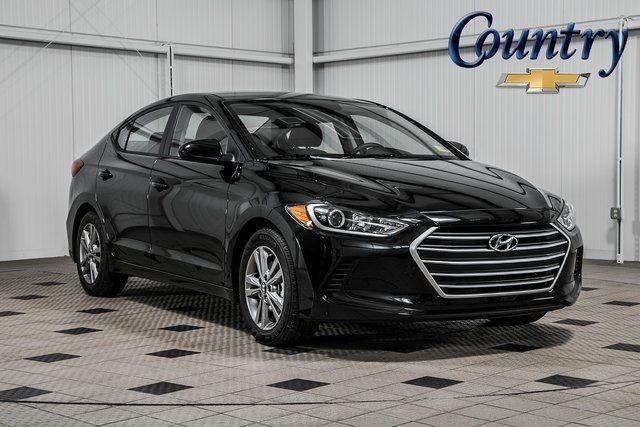 2018 used hyundai elantra limited at country auto group. Black Bedroom Furniture Sets. Home Design Ideas