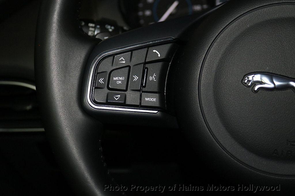 2018 Jaguar F-PACE 35t Premium AWD - 18492551 - 27