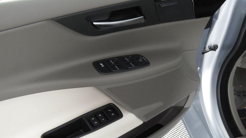 2018 Jaguar XE COURTESY VEHICLE - 18789905 - 25