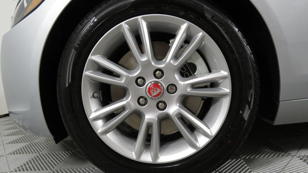 2018 Jaguar XE COURTESY VEHICLE - 18789905 - 32