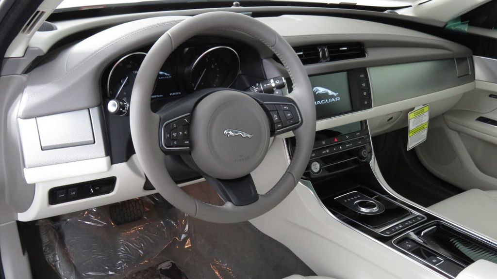 2018 Jaguar XF COURTESY VEHICLE - 18789903 - 9