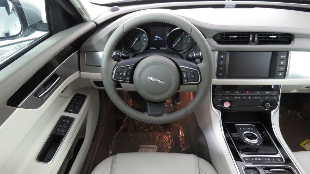 2018 Jaguar XF COURTESY VEHICLE - 18789903 - 10