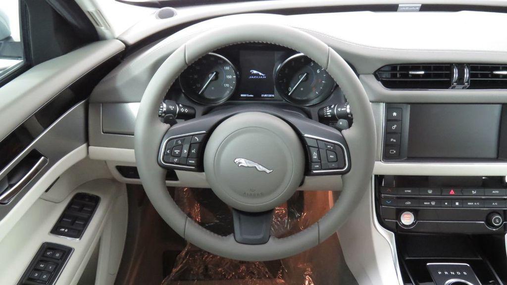 2018 Jaguar XF COURTESY VEHICLE - 18789903 - 11
