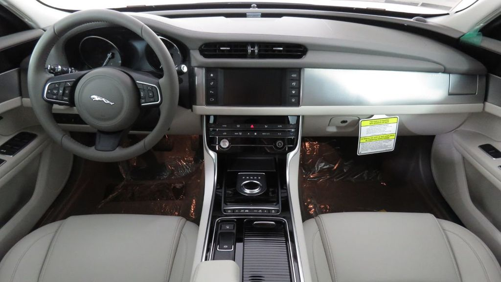2018 Jaguar XF COURTESY VEHICLE - 18789903 - 14
