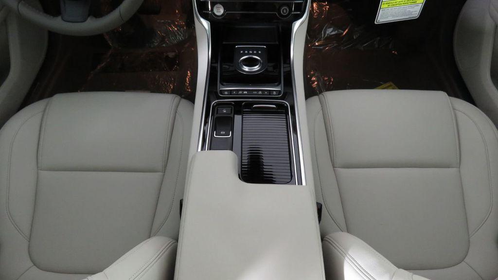2018 Jaguar XF COURTESY VEHICLE - 18789903 - 17