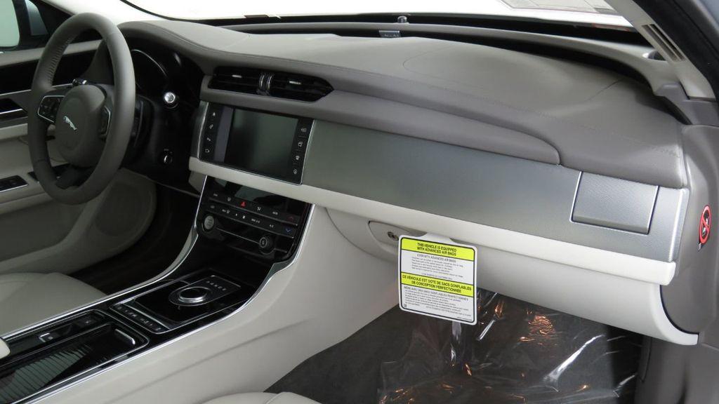 2018 Jaguar XF COURTESY VEHICLE - 18789903 - 19