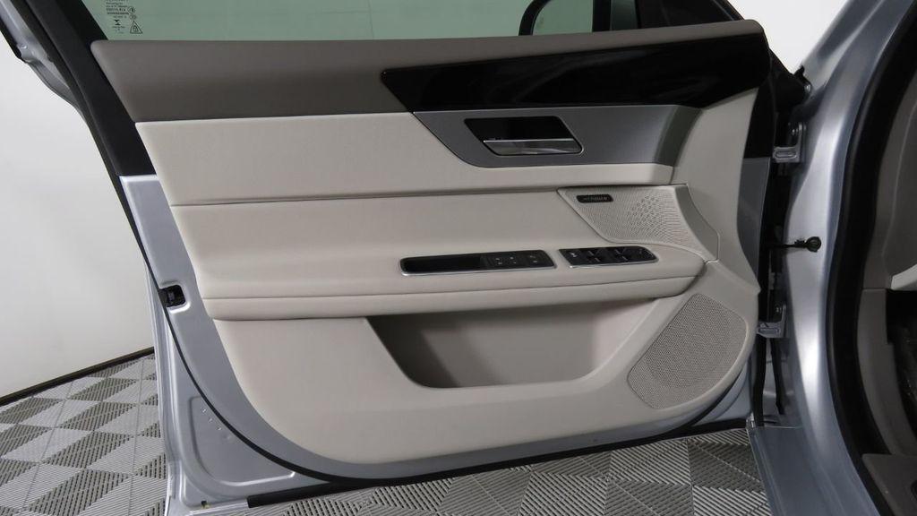 2018 Jaguar XF COURTESY VEHICLE - 18789903 - 26