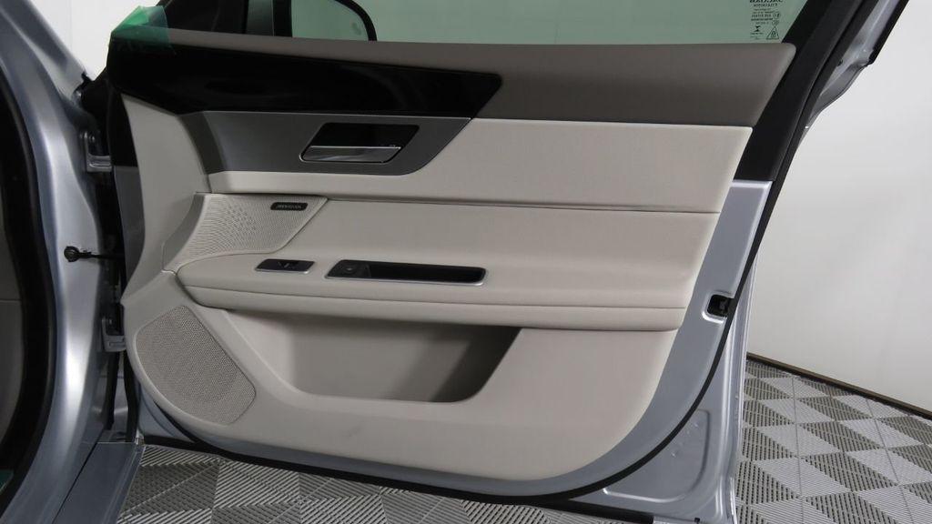 2018 Jaguar XF COURTESY VEHICLE - 18789903 - 27