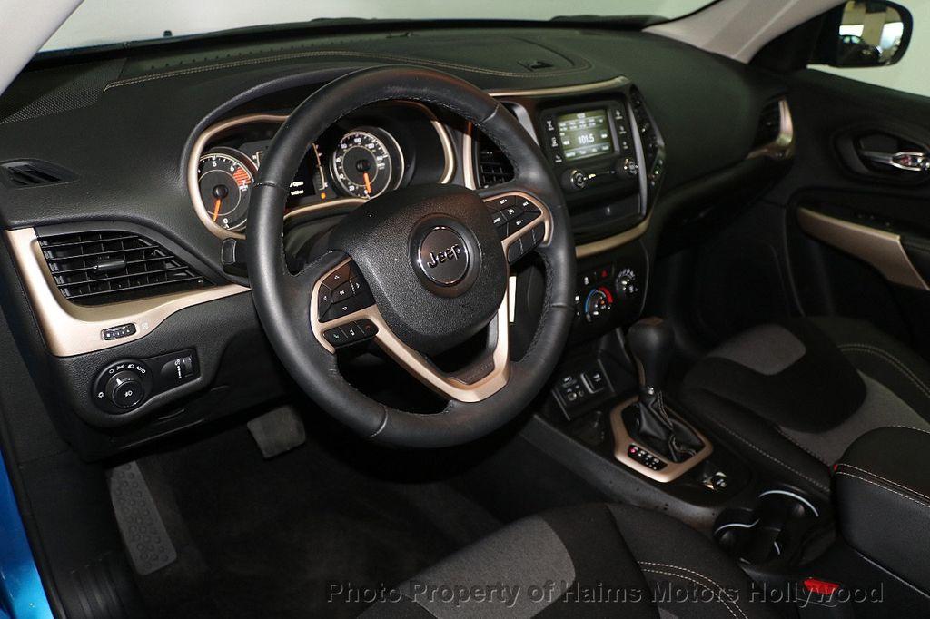 2018 Jeep Cherokee Latitude FWD - 17966900 - 16