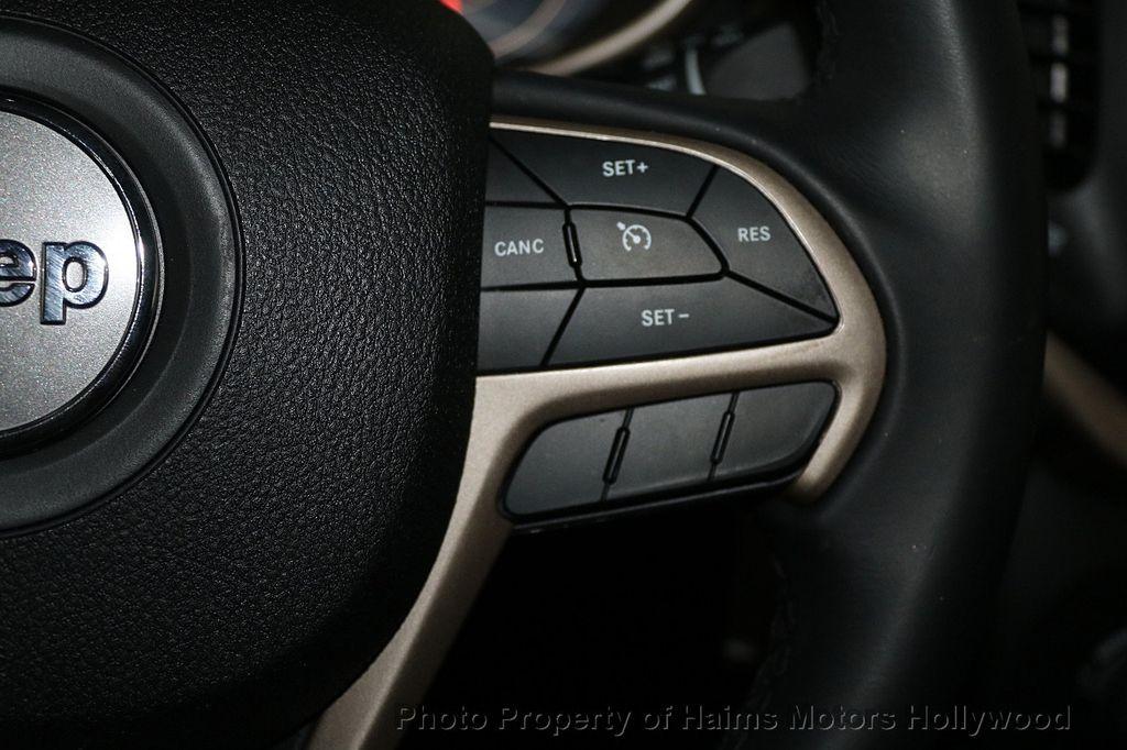 2018 Jeep Cherokee Latitude FWD - 17966900 - 23