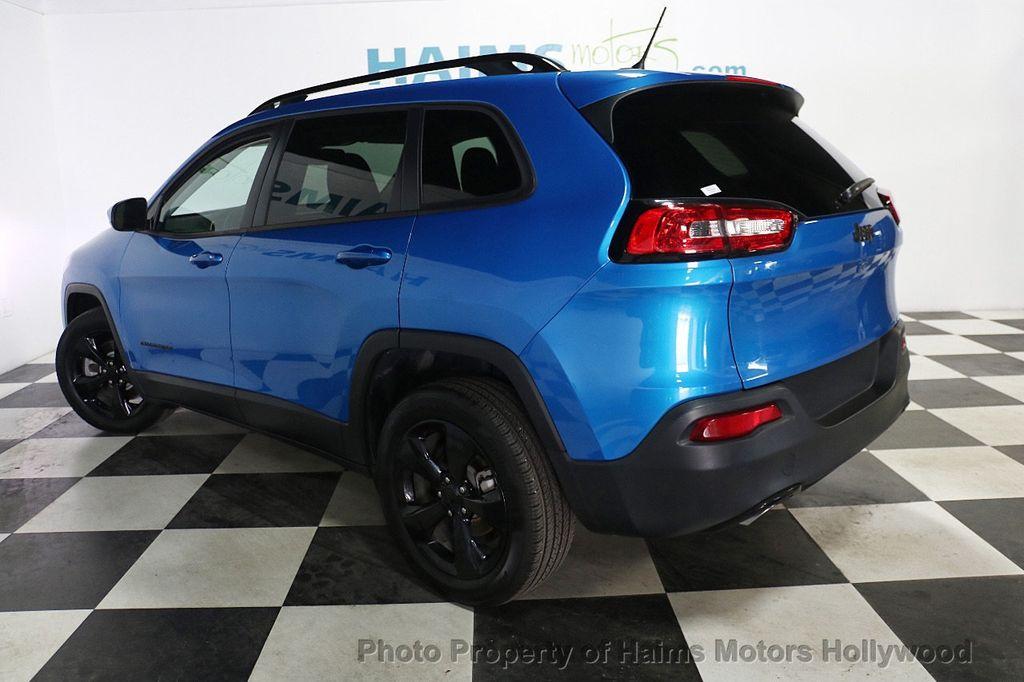 2018 Jeep Cherokee Latitude FWD - 17966900 - 4