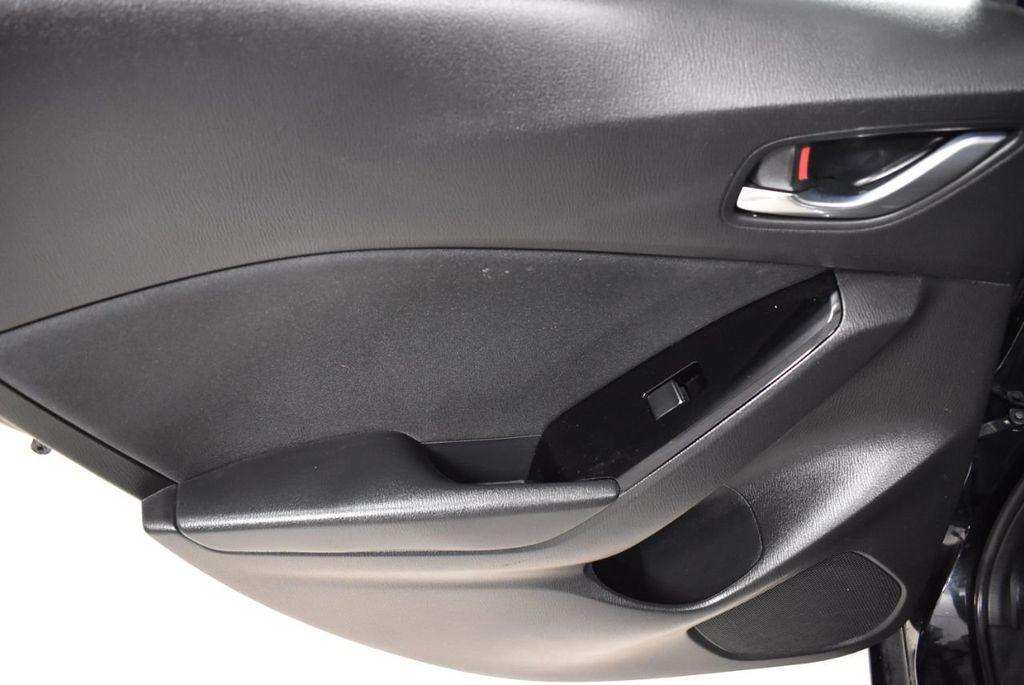 2018 Mazda Mazda3 4-Door SPORT - 18415823 - 11