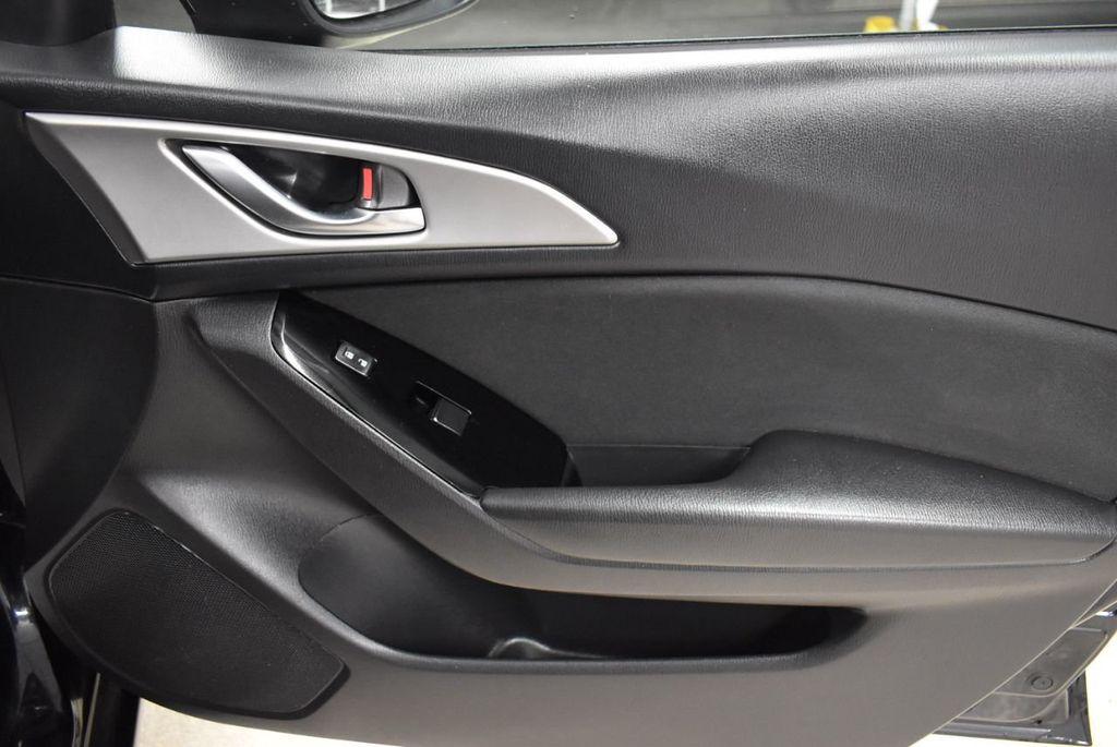 2018 Mazda Mazda3 4-Door SPORT - 18415823 - 23